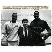 1986 Press Photo Cleveland State U coach Kevin Mackey, Ron Harper, Phil Hubbard