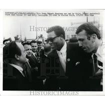 1968 Press Photo VP Hubert Humphrey & 76ers Chet Walker, Billy Cunningham