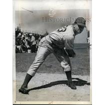 1942 Press Photo Edward Head pitcher at Brooklyn Dodger spring training in Fla