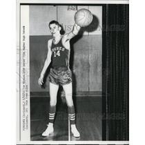 1962 Press Photo Tom Mineard center of Hughes HS basketball Cinncinati