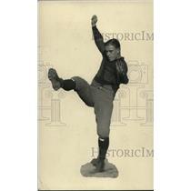 1922 Press Photo Merrill Taft football fullback in balancing act - net06997
