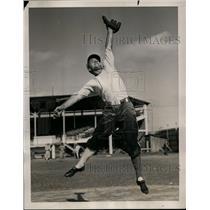 1940 Press Photo Eddie Miller training with Boston Braves in West Palm Beach Fla