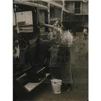 1913 Press Photo Female Motor Garage Proprietor Alice Hilda Neville - ney20869