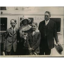 1922 Press Photo Mr. and Mrs. William Randolph Hearst and sons - mja31766