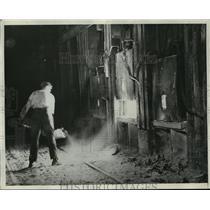 1930 Press Photo Worker at Carrigan McKinney Steel Company - ney21212