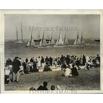1931 Press Photo Cowes Regatta Spectators on Cowes Green, England - ney20761