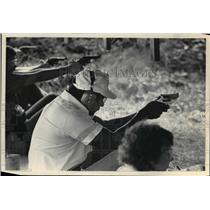 1984 Press Photo Milwaukee County Sheriff Richard A Artison shooting a pistol