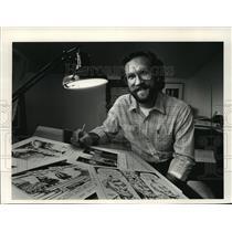 1983 Press Photo Political cartoonist Michael Konopacki home studio in Madison