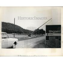 1964 Press Photo New Sight On Hungarian Frontier Is This New Welcome Sign