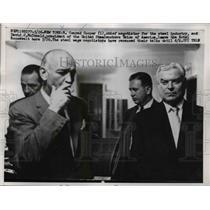 Press Photo C. Cooper and D. McDonald Leave Hotel Roosevelt For Talk Recess