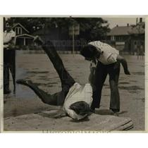 1940 Press Photo Dick Nathan throws Ray Doyle - nef11632