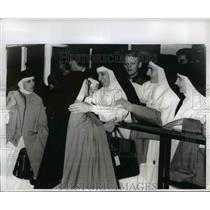 1966 Press Photo Sister Joel (L) And Sister Becket Are Given Joyous Welcome Here