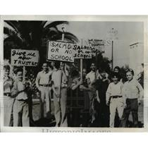 1932 Press Photo Parent's protesting the removal of Principal Ralph Salmon
