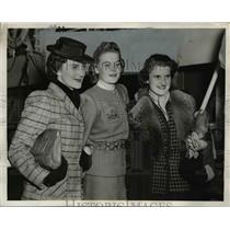 1940 Press Photo Norwegian Girls Arriving on Ship S.S. Excambion from Spain