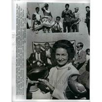 1966 Press Photo Lady Bird Johnson Holding Vase at San Ildefonso Pueblo