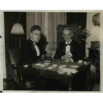 1931 Press Photo Mr Jacoby and Mr Leng playing a card game - net20216