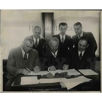 1930 Press Photo A group of men signing a sports contract - net20217