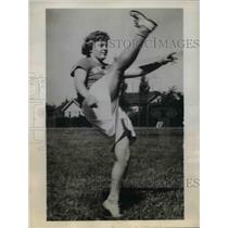1943 Press Photo Agnes Rifner dropkicker for New Castle Indiana football