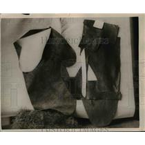 1921 Press Photo A pair of boxing gloves cut from leather to be sewn together
