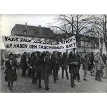 1971 Press Photo Demonstrators During The Nazi Conference - net21036