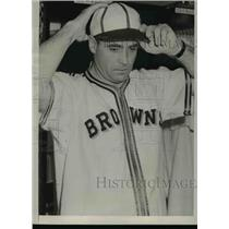 1941 Press Photo St Louis Browns baseball manager just signed with the team