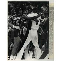 1989 Press Photo Benches clear during fight between Bulls and Pistons in game