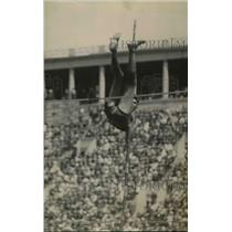 1920 Press Photo Pole vaulter Clarence E Huntley tries to clear the bar