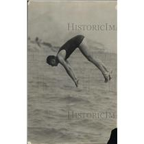 1918 Press Photo Laubis The Swimmer On His Diving Position - net22161