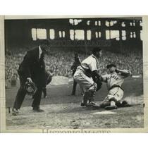 1938 Press Photo St Louis Browns Mel Mazzera crosses home plate - nes51739