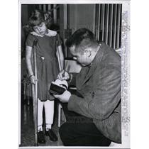 1921 Press Photo Shriner's Hospital child Frances visit by Richard Peteak