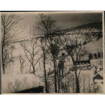 1920 Press Photo Ski jumpers in competition on a slope - net22848