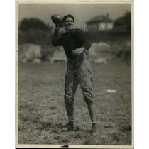 1929 Press Photo Football player Oliver about to throw the ball - net23022
