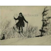 1924 Press Photo Canadian skier taking a jump - net23166