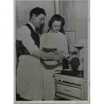1934 Press Photo Arthur Pinkey Whitney of Braves & bride Audrey Boyd - net23391