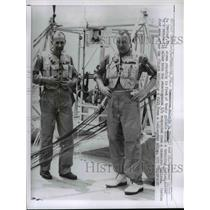 1961 Press Photo Commander Malcolm Ross and Victor Prather in front of Gondola
