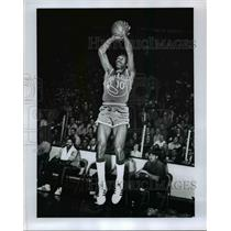 1973 Press Photo Charles Johnson of Golden State Warriors in action - net24099