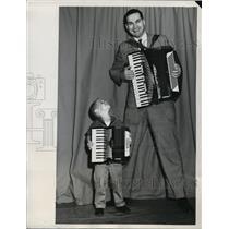1961 Press Photo basketball star Tony Lavelli plays accordion duet, Alan Carlson