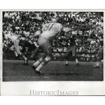 """1961 Press Photo Starr was """"framed"""" by Night Train Lane of Detroit . - mjs03516"""