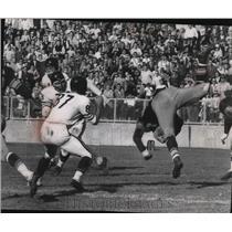 1957 Press Photo Sam Palumbo of Packers returns an interception 11 yards.
