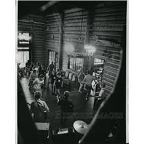 1868 Press Photo Glass Nobility performs to campers at Camp Mishawak - mjx14111
