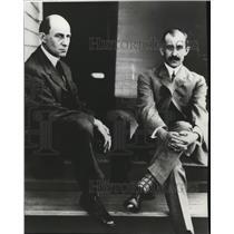 1978 Press Photo Orville and Wilbur Wright outside their Dayton Ohio home