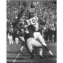 1965 Press Photo Tackle Henry Jordan nailed quarterback Bill Munson in end zone.