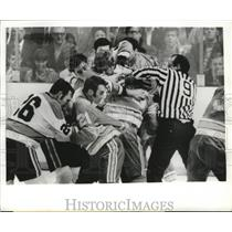 1970 Press Photo Fight breaks out in game between St. Louis Blues, Penguins