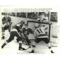 1978 Press Photo Flames goalie Daniel Bouchard stops shot from Brian Sutton