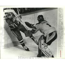 1979 Press Photo Vancouver Canucks goalie Don Hanlon in action - nes52586