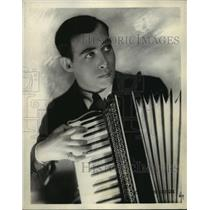 1932 Press Photo Phil Baker, master of ceremonies over NBC & WTMJ - mjx14601