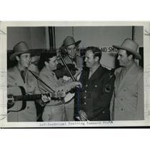 1943 Press Photo Sergeant Gene Autry at Traux field, Madison, Wisconsin