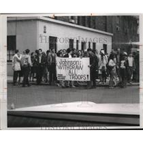 1976 Press Photo Young Socialist Alliance members hold an anti war demonstration