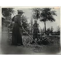 1890 Press Photo ladies doing yard work Black River Falls, Wisconsin 1890-1910