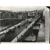 1940 Press Photo Heavy bombs were dropped near the London Bridge in England